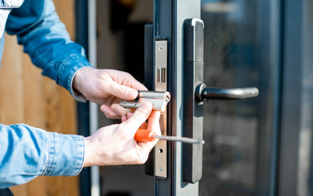 Difference Between a Commercial Locksmith and a Residential Locksmith