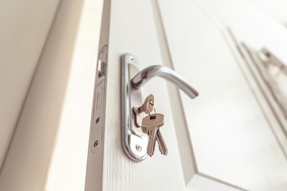 Traditional Locks vs. Smart Locks
